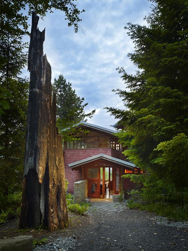 кирпичный дом на озере по проекту BjarkoSerra Architects