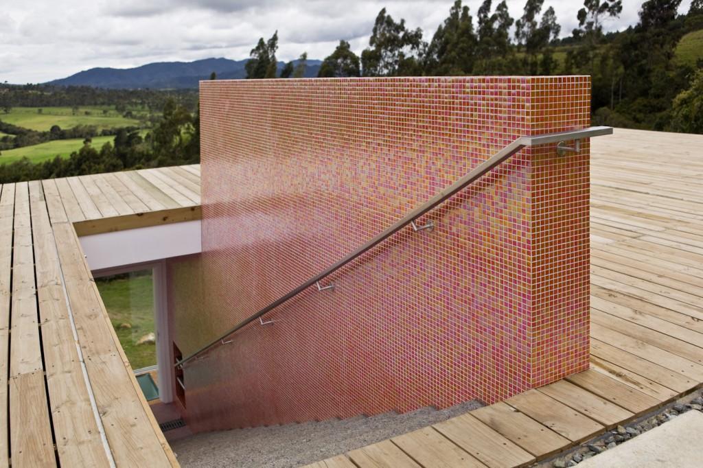 красивый дом с входом через крышу по проекту Antonio Sofan