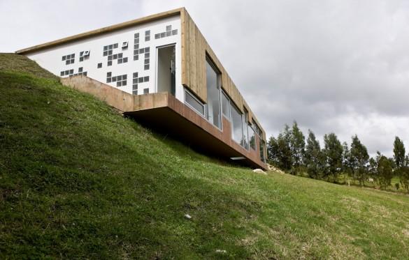 загородный дом с входом через крышу по проекту Antonio Sofan