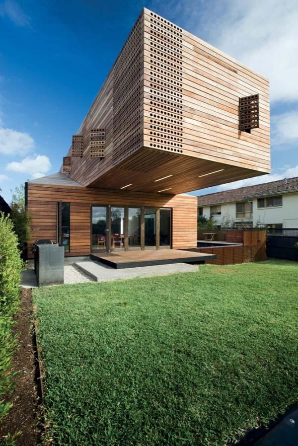 Необычный жилой загородный дом Casa Troyana