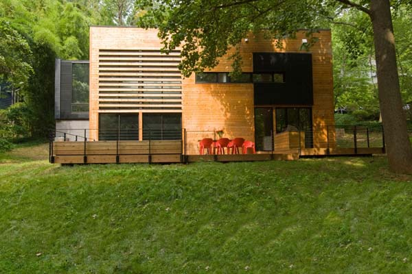 Трансформация послевоенного дома в фантастическую резиденцию