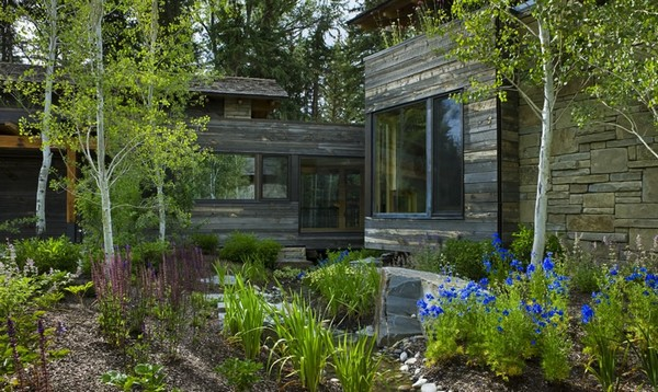 частный дом из дерева и камня