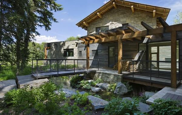 дом из дерева и камня фото 1