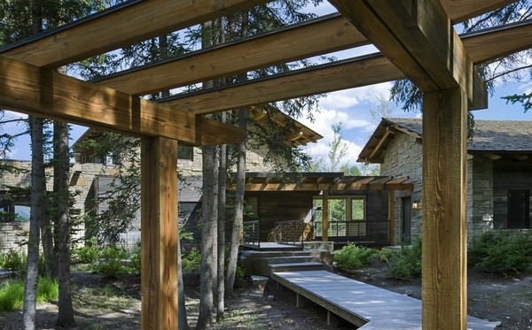 фото дома  из дерева и камня