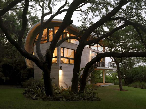 загородный C-образный дом – современное уединение