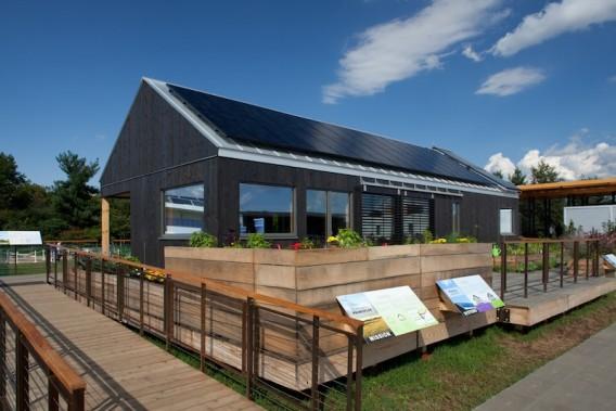 Дом с солнечными батареями - фото 1