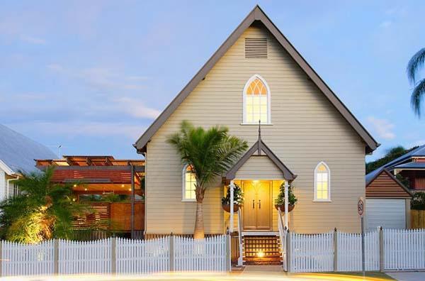 современный дом из церкви фото 1
