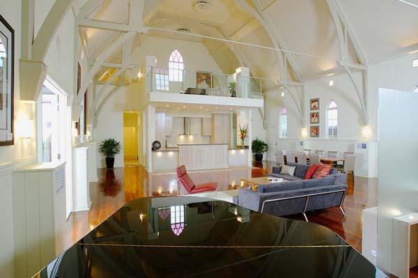 современный дом из церкви фото 2
