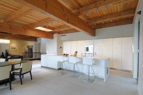 большой дом -  кухня кухня совмещенная со столовой