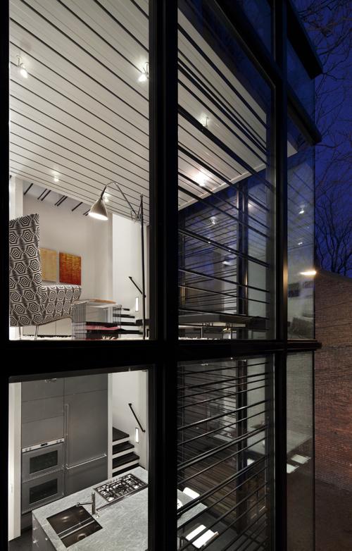 частный дом в городе - фото