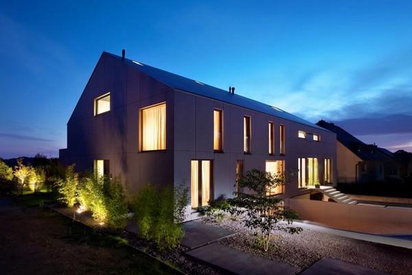 Дом с большими окнами фото