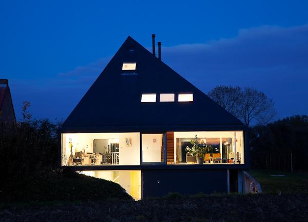 фото дома-пирамиды
