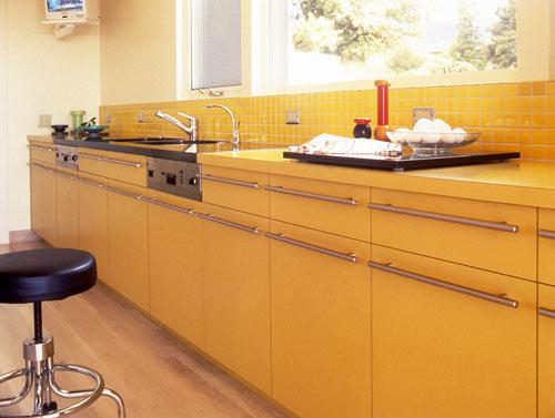 современный дом - желтая кухня
