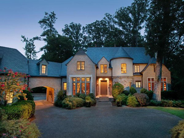 Дом в стиле замка - фото 1