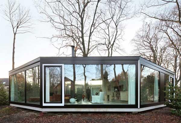 частный дом с окнами на все стороны света