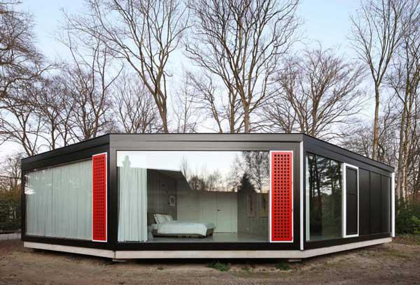 загородный дом с окнами на все стороны света