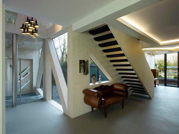 Дом с авангардными зенитными фонарями фото 1