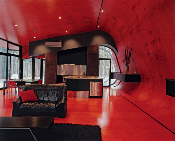 проект дома в багровых тонах по проекту Judd Lysenko Architects
