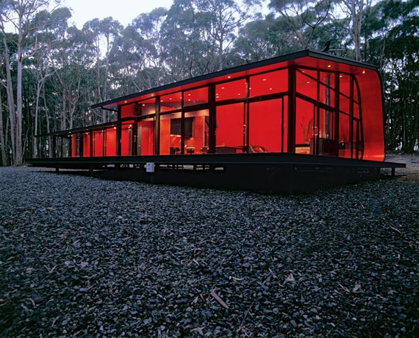 загородный дом в багровых тонах по проекту Judd Lysenko Architects