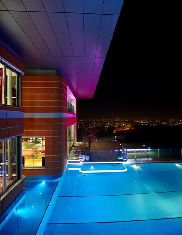 частный дом в стиле поп-арт по проекту Yazgan Design