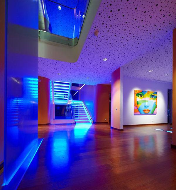 Дом в стиле поп-арт по проекту Yazgan Design фото 1