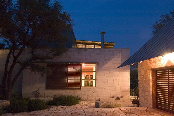 Каменный загородный дом фото 10