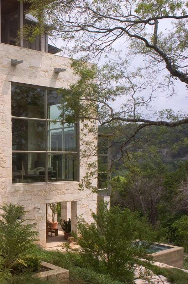 Каменный загородный дом фото 7