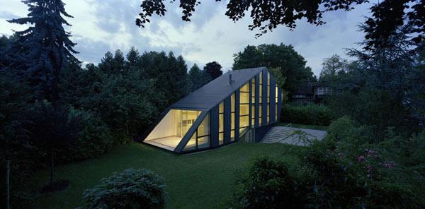 Дом со стеклянным фасадом фото 1