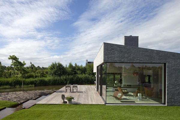 Северный дом со стеклянным фасадом фото 1
