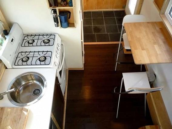 кухня в доме на колесах Leaf House