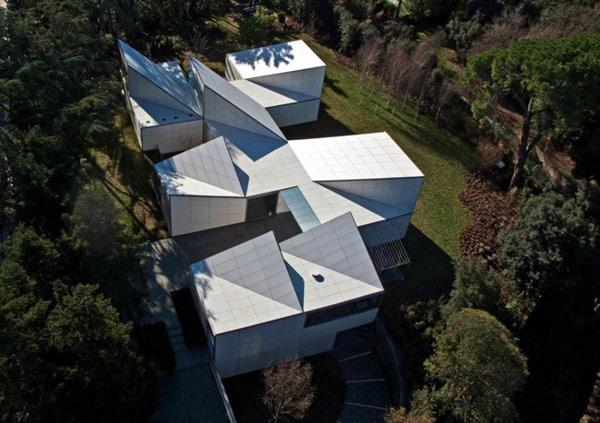 загородный геометрический дом по проекту OAB