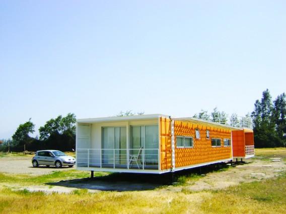 Яркий дом из контейнеров - проект Rubén Rivera Peede