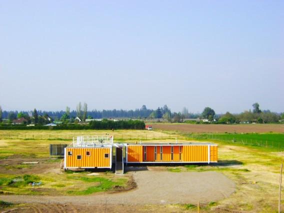 Яркий загородный дом из контейнеров фото 2