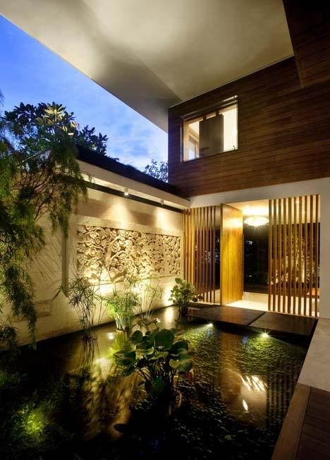 загородный дом с многоуровневым озеленением фасада фото 4