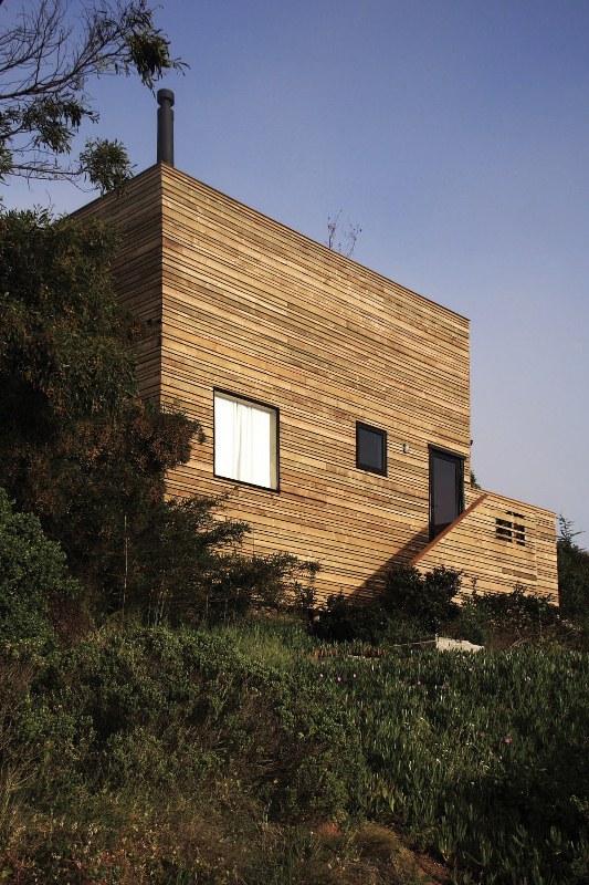 загородный дом крепость по проекту José Ulloa Davet