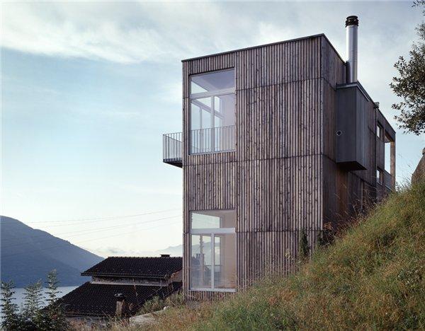 Монолитный загородный дом Casa Larga