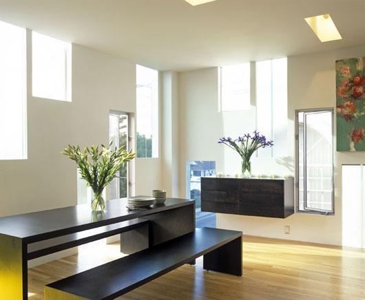Светлый дом с узкими окнами по проекту LOHA Architect