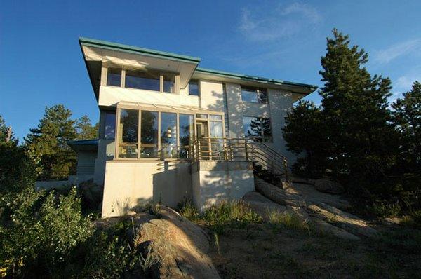 красивый дом Вилла Golden Residence – гармония дизайна и природы