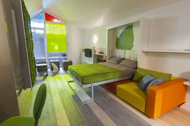 спальня в зеленом загородном доме