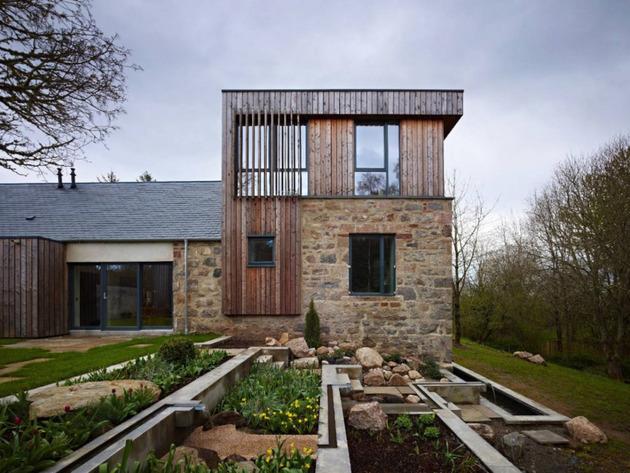 загородный дом из камня и дерева фото 4