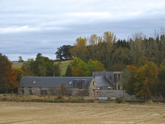 Дом из камня и дерева фото 2
