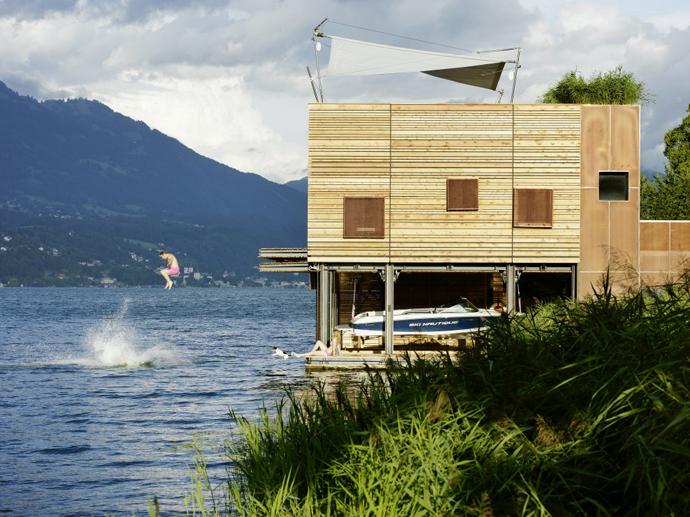 частный дом с видом на озеро
