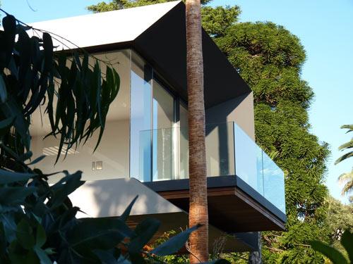 Красивый особняк из стекла и бетона фото 3