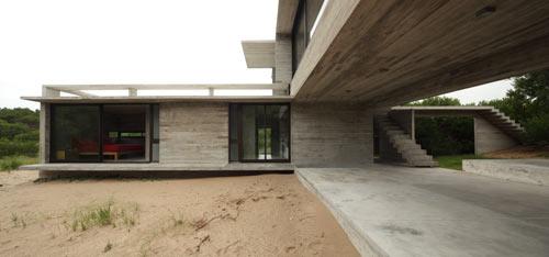Проект частного летнего дома от BAK Arquitectos