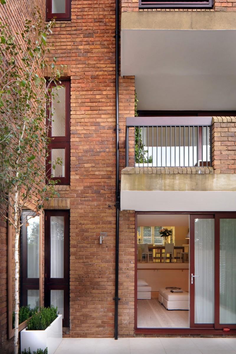 дом в английском стиле балкон