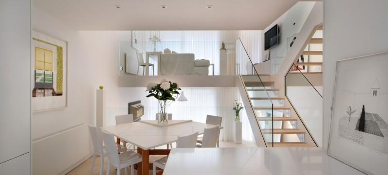 дом в английском стиле лестница