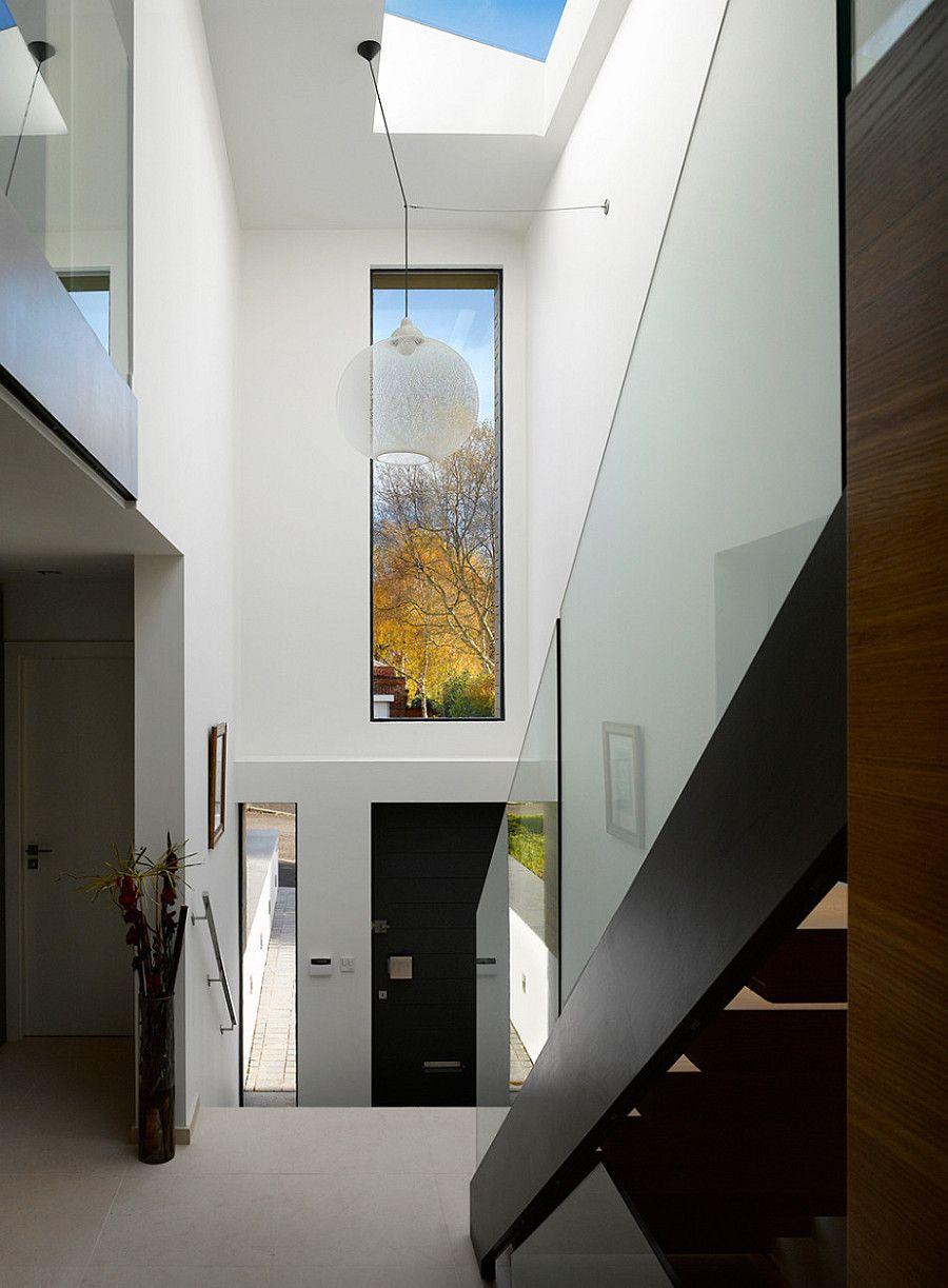 фото загородного дома - вход в дом