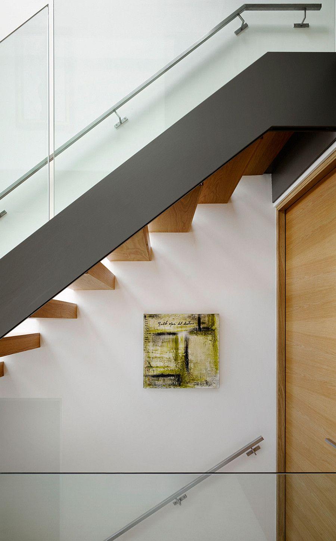 фото загородного дома - лестница на второй этаж