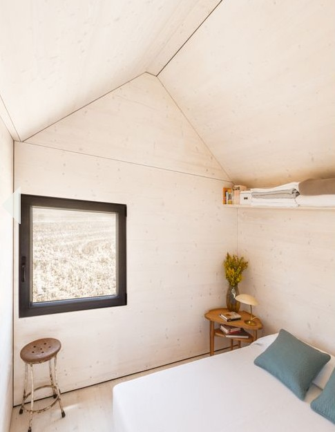 сборный домик по доступной цене -комнатные окна