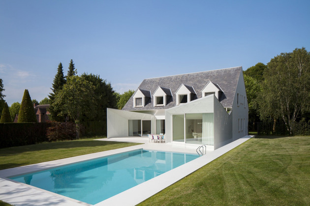 Дом с мансардой в пригороде Брюсселя